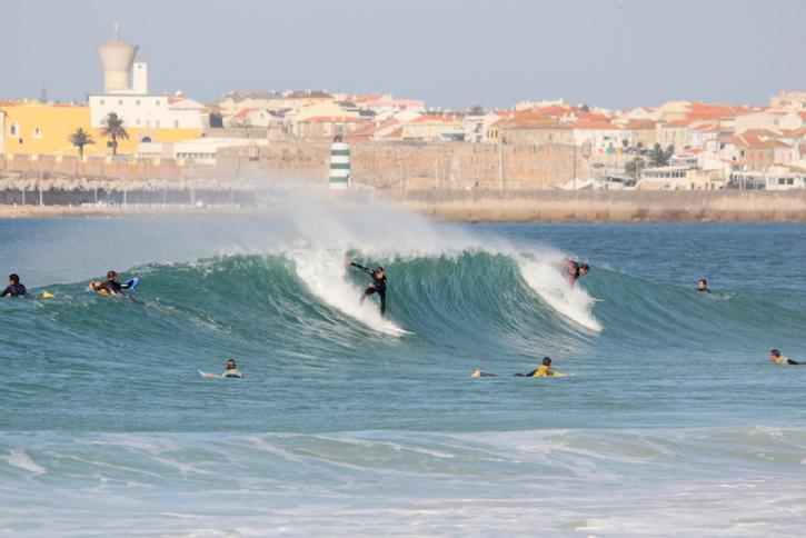 Peniche surfing